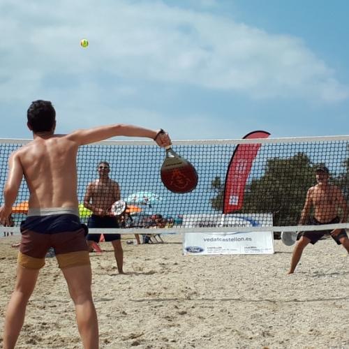 Torrelasal disfruta del Tenis Playa provincial