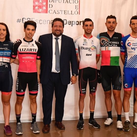 Moliner recibe a los ciclistas castellonenses del Campeonato de España