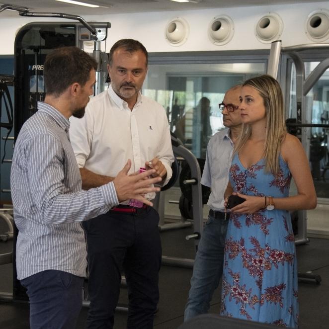 La Diputación rehabilita los vestuarios, pavimento y paneles de la Piscina Provincial